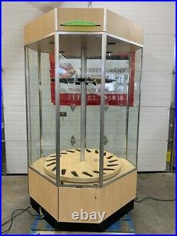 Gun / Rifle Display Case. Lighted, Rotating, Locking, Glass. 18 Gun Capacity