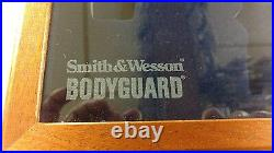Smith & Wesson display case for body guards